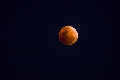 lune rousse lune de sang fotolia