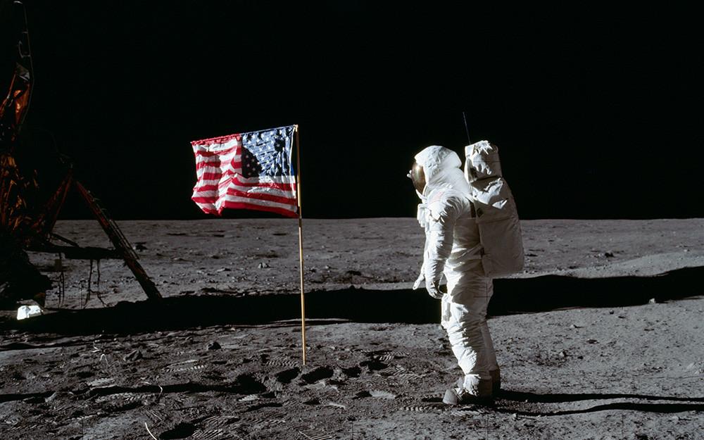 Buzz Aldrin et drapeau des Etats Unis D'Amérique Lune