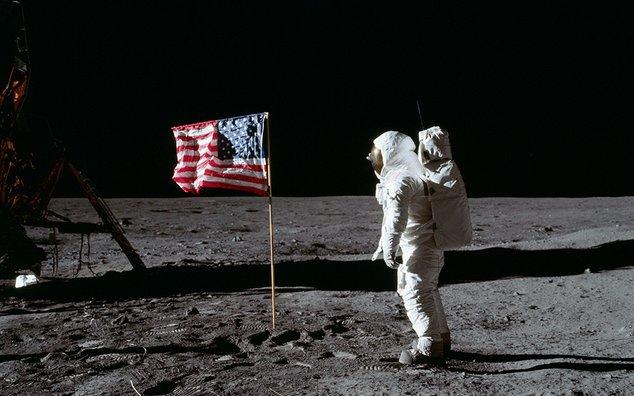buzz aldrin et drapeau des etats unis d