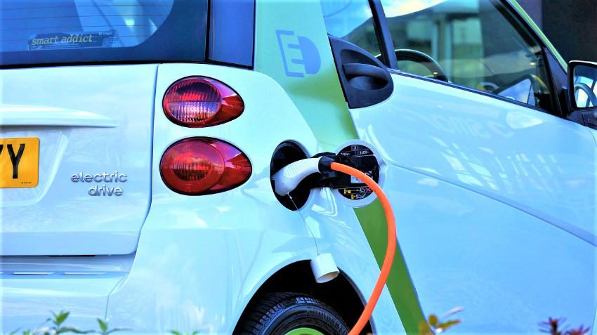 Voiture électrique rechargement.jpg