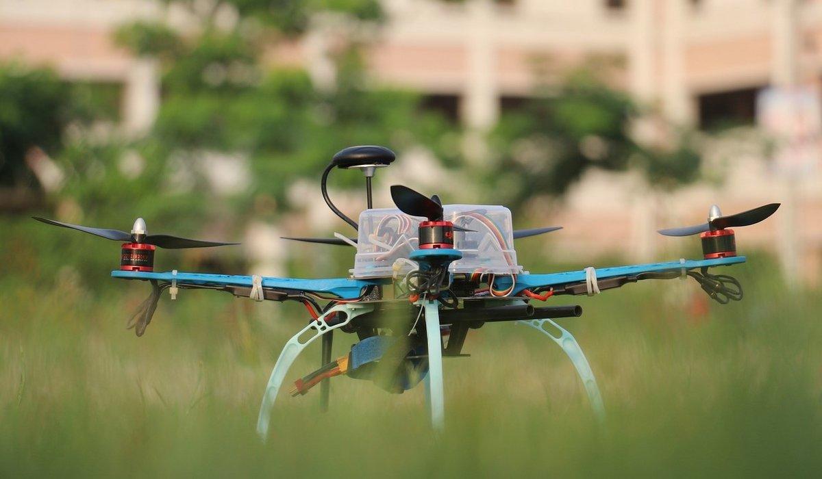 drone-sol-herbe.jpg