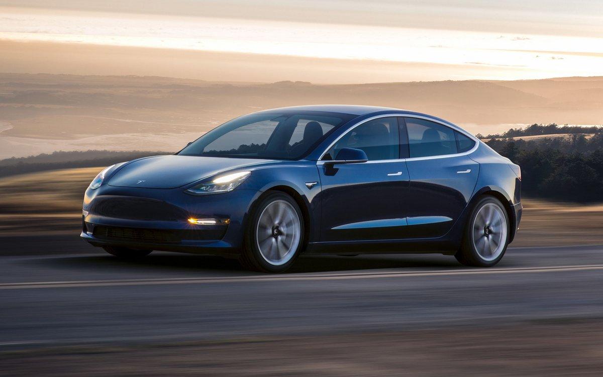 Star de la catégorie voiture électrique, la Tesla Model 3 a forcément attiré l'œil des curieux