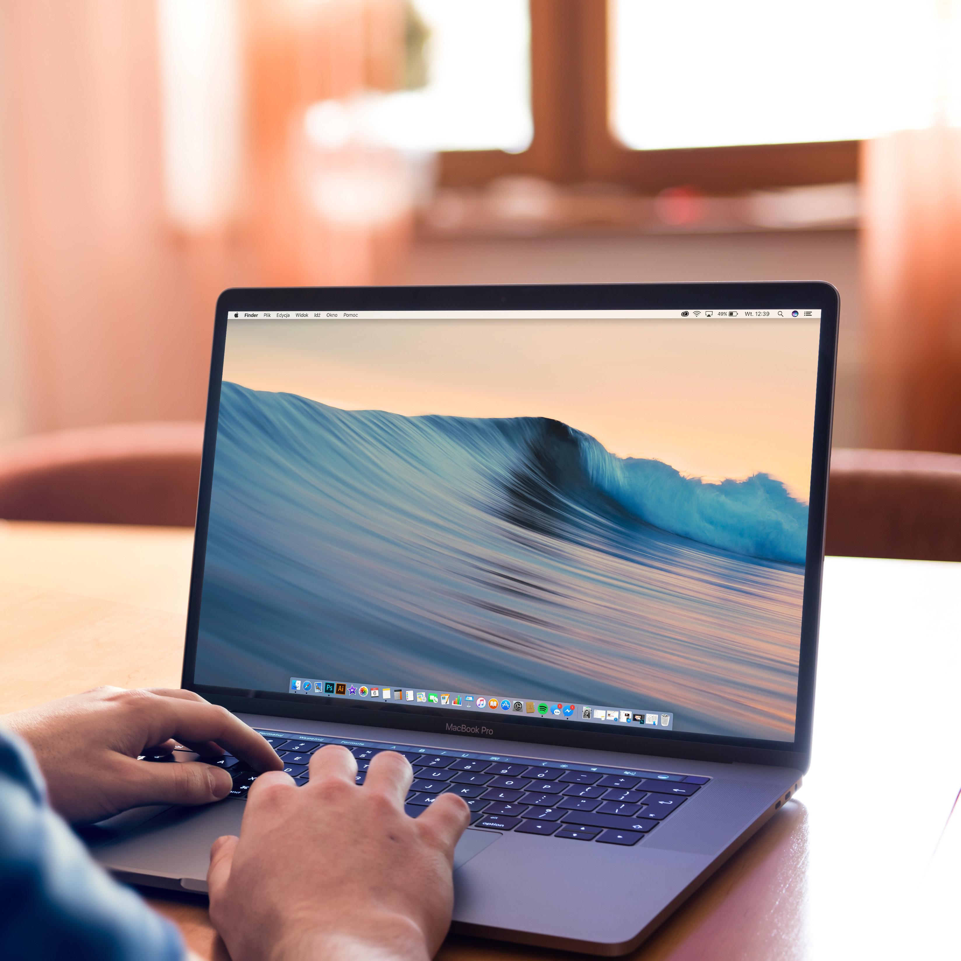 Plus que jamais, le PC portable s impose comme l outil informatique de nos  foyers, mettant aux oubliettes la bonne vieille tour fixe et permettant une  ... 069084a529f5