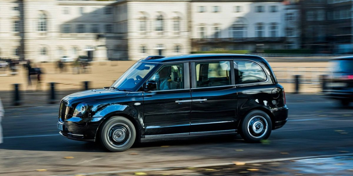 Taxis londoniens électriques à Paris en 2019