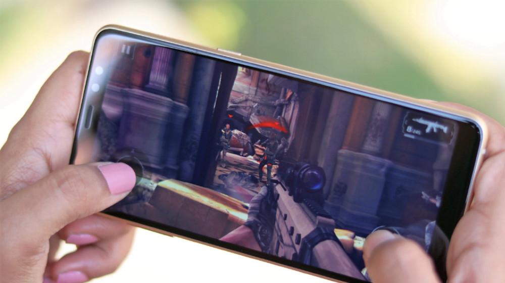 Samsung-smartphone-gaming.jpg