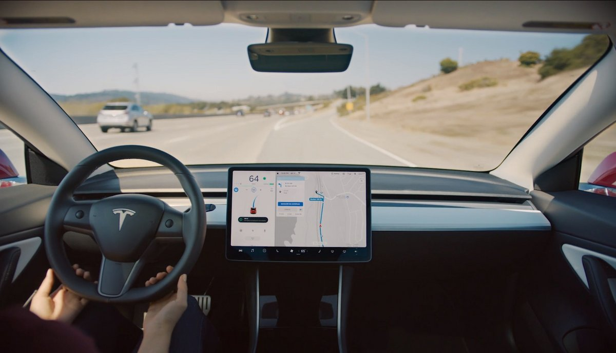 Navigat on Autopolit Tesla 2.jpg