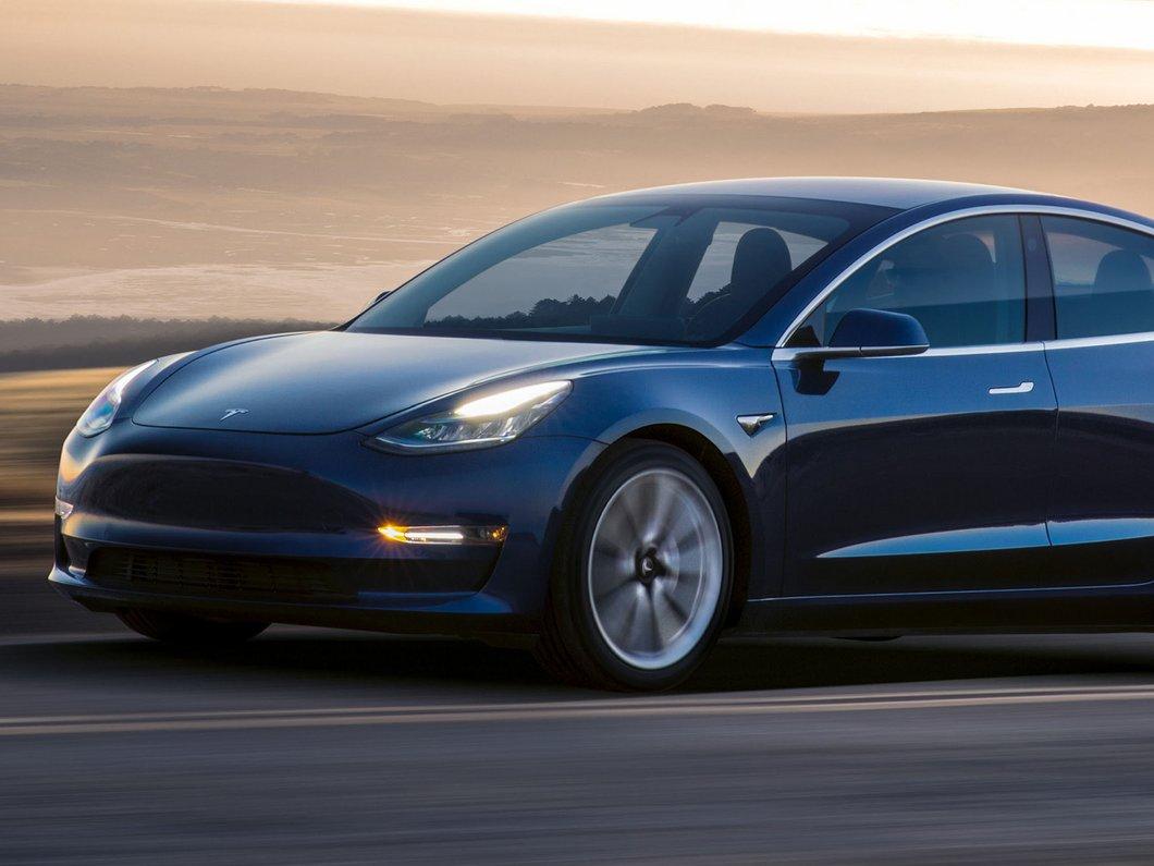 Un son pour avertir les piétons va être ajouté à la Tesla Model 3