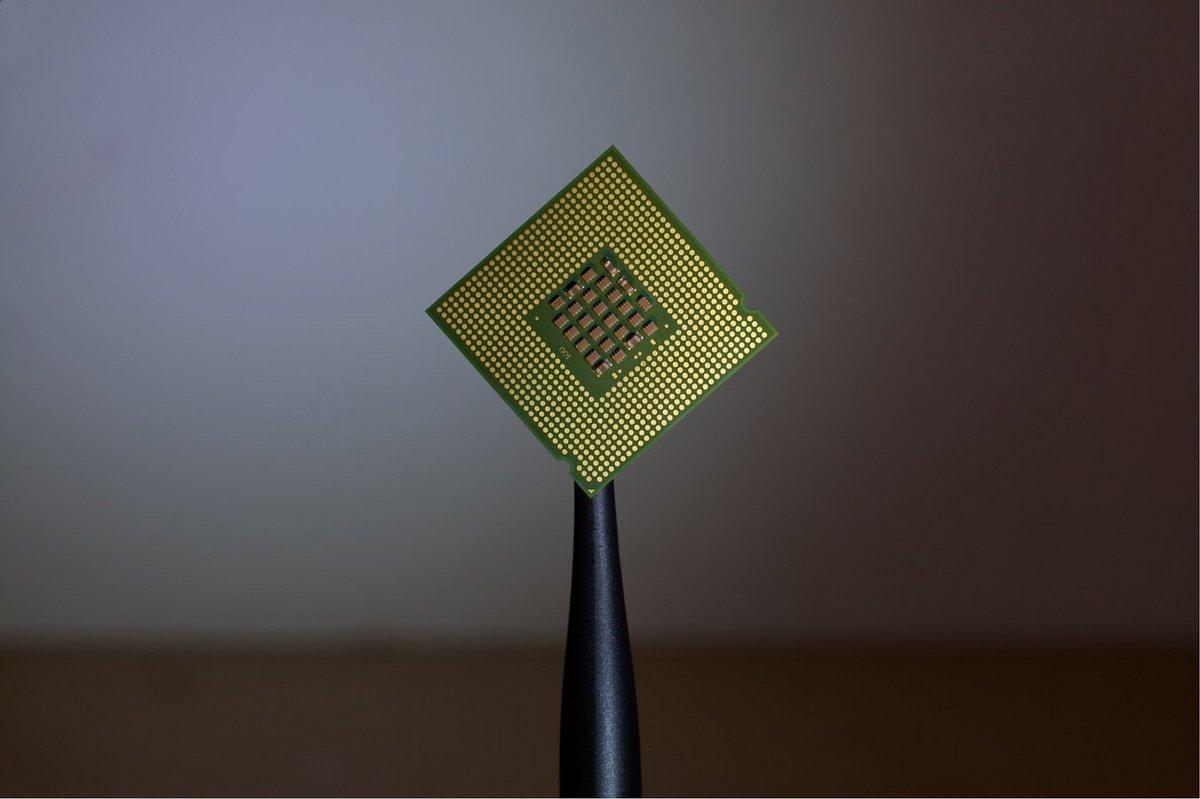 IntelCorei9-9990XE.jpg