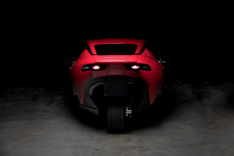 Pour 9000 euros, cette voiture électrique à trois roues est à vous ! Par Joseph de Carme  Raw