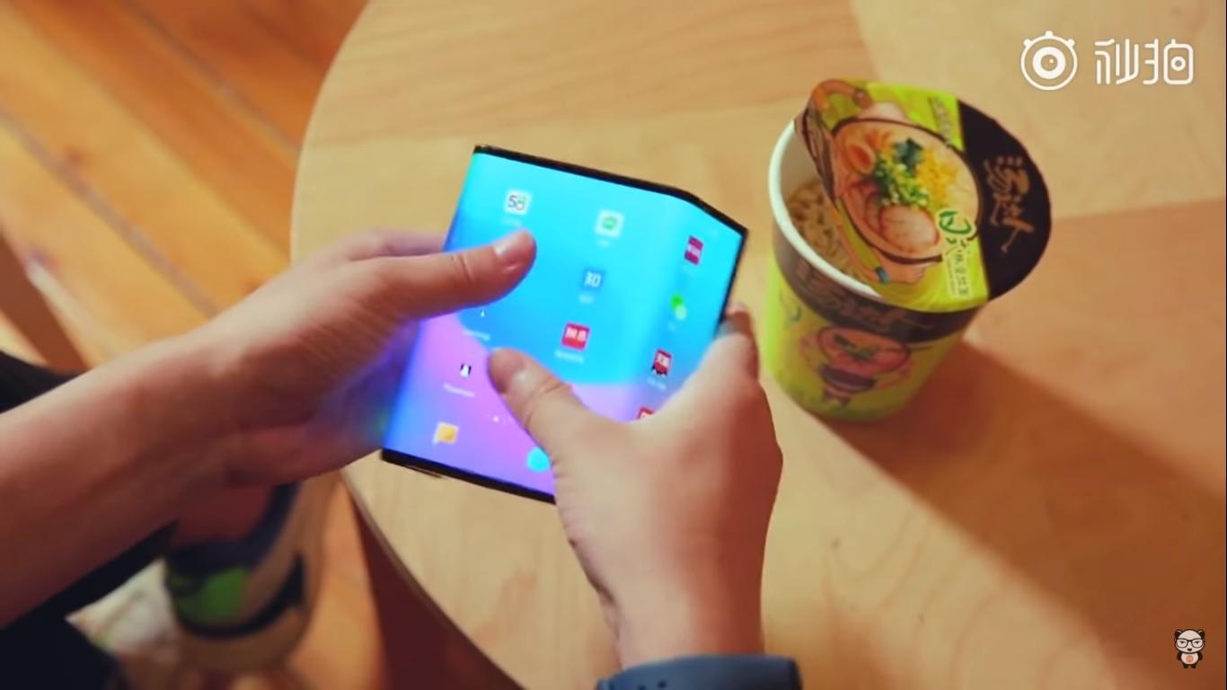 Le smartphone pliable en trois de Xiaomi aurait, selon un brevet, un quadruple module photo