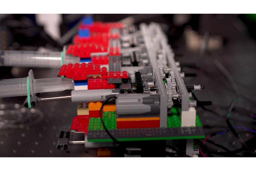 LEGO-powered cutting-edge microscopy