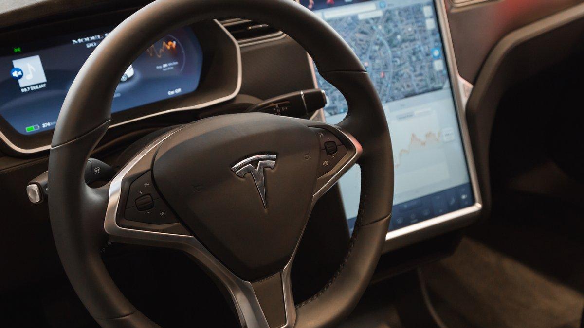 Autopilote Tesla © Tinxi / Shutterstock.com