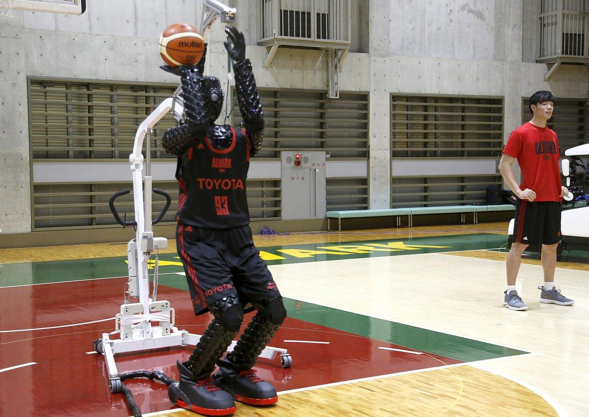 Cue 3 robot basketteur Toyota