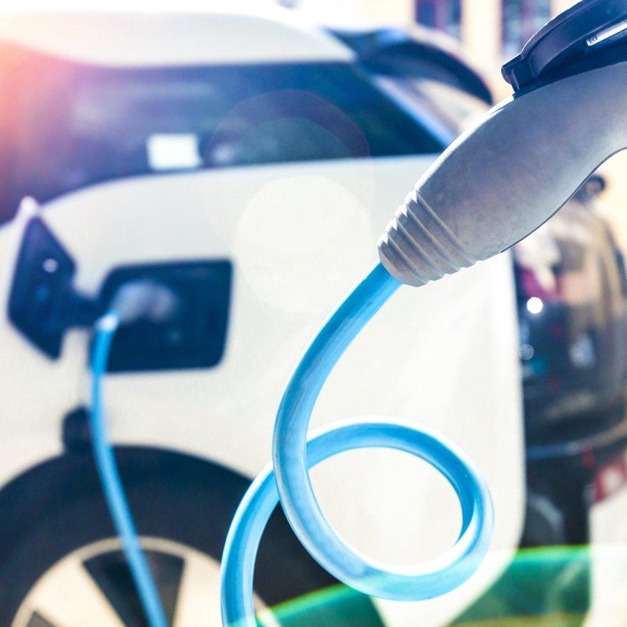 Voiture électrique : combien coûte la recharge à domicile ? (MàJ