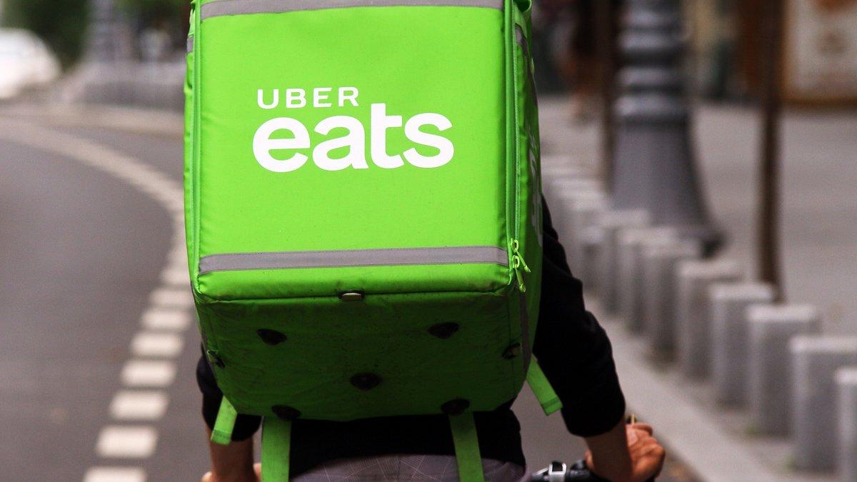 Livreur Uber Eats © LCV / Shutterstock.com
