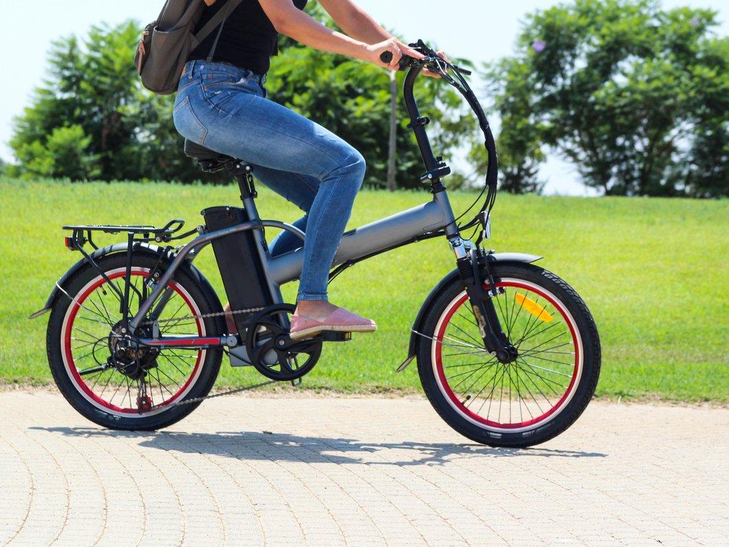 """Une étude montre que les cyclistes """"électriques"""" font plus d'exercice que les autres"""