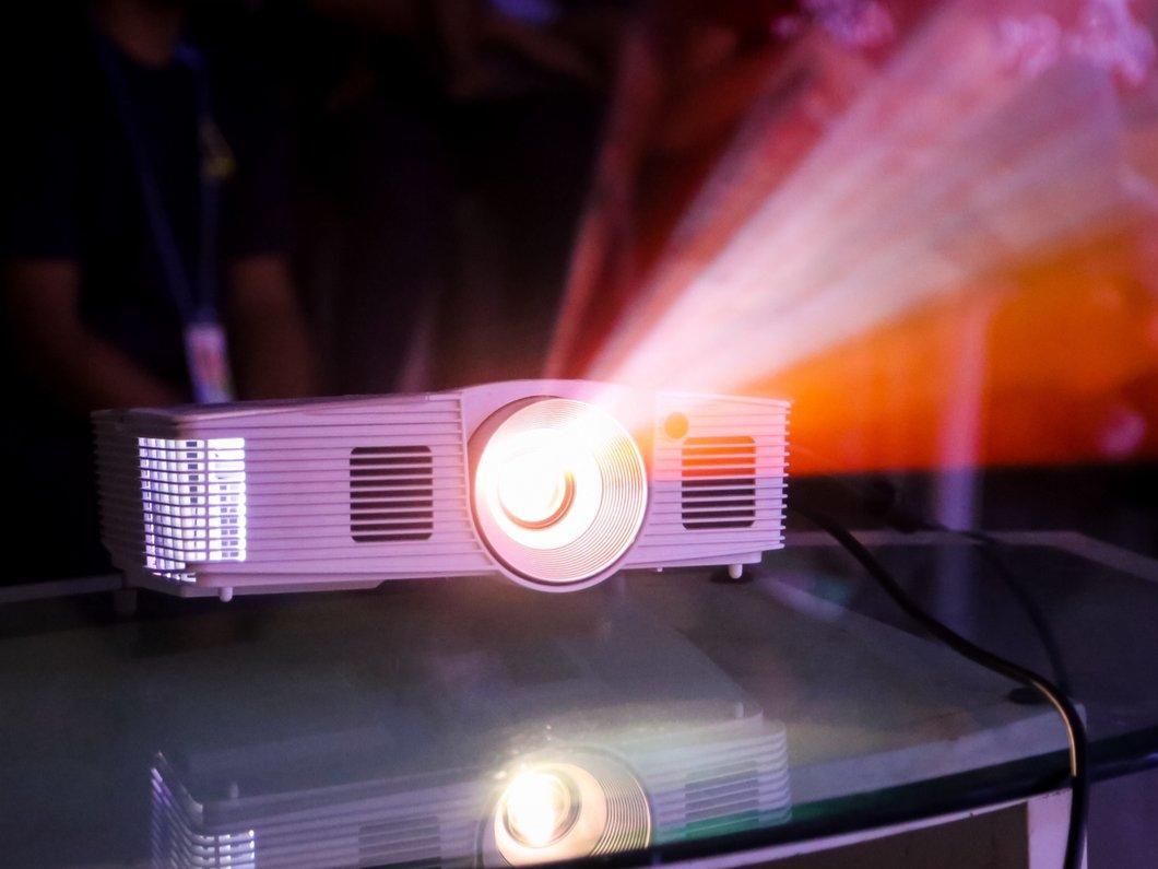 Comment Choisir Un Vidéoprojecteur meilleur videoprojecteur - comparatif 2020 | clubic