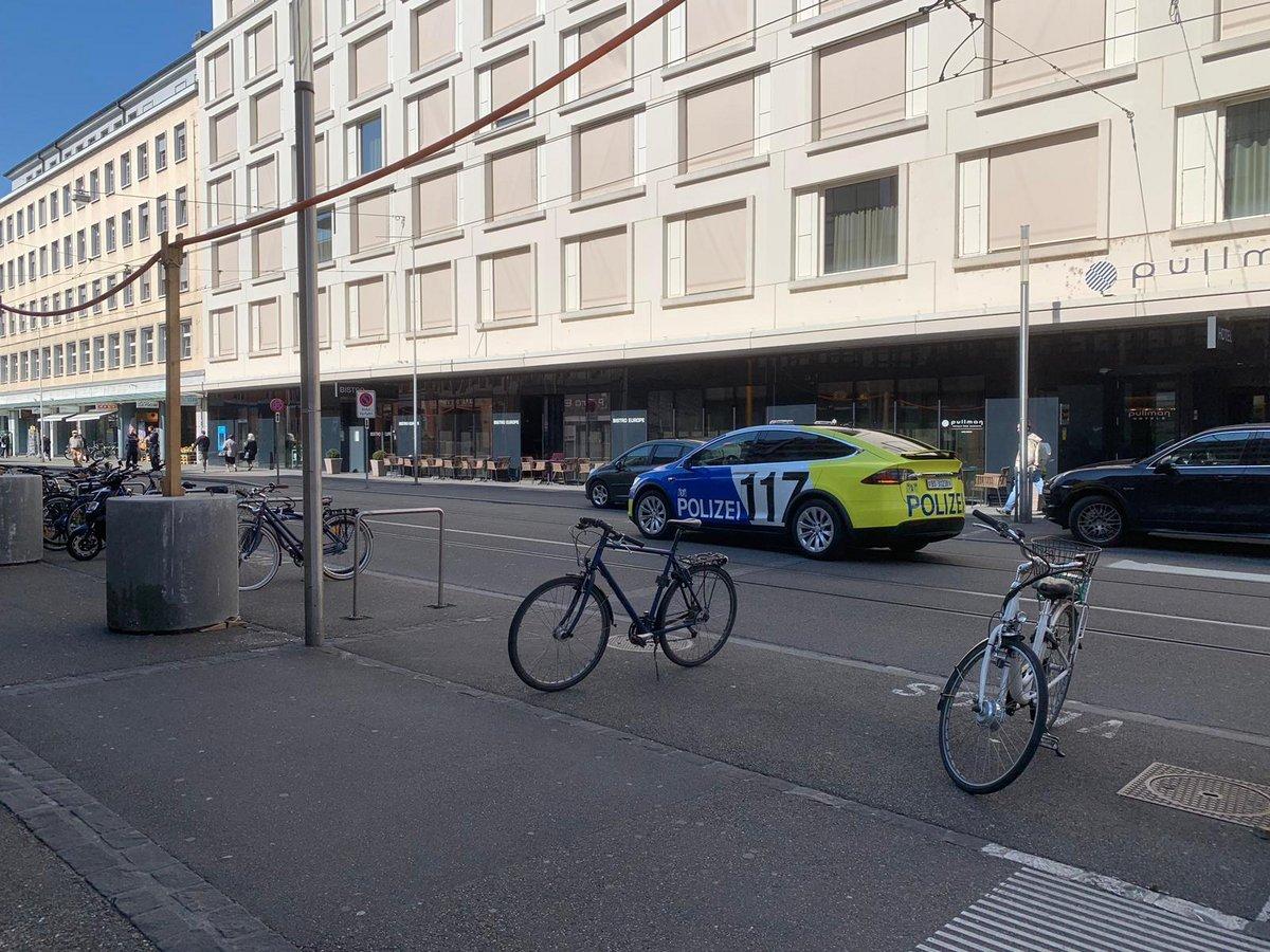 Police suisse Tesla Model X