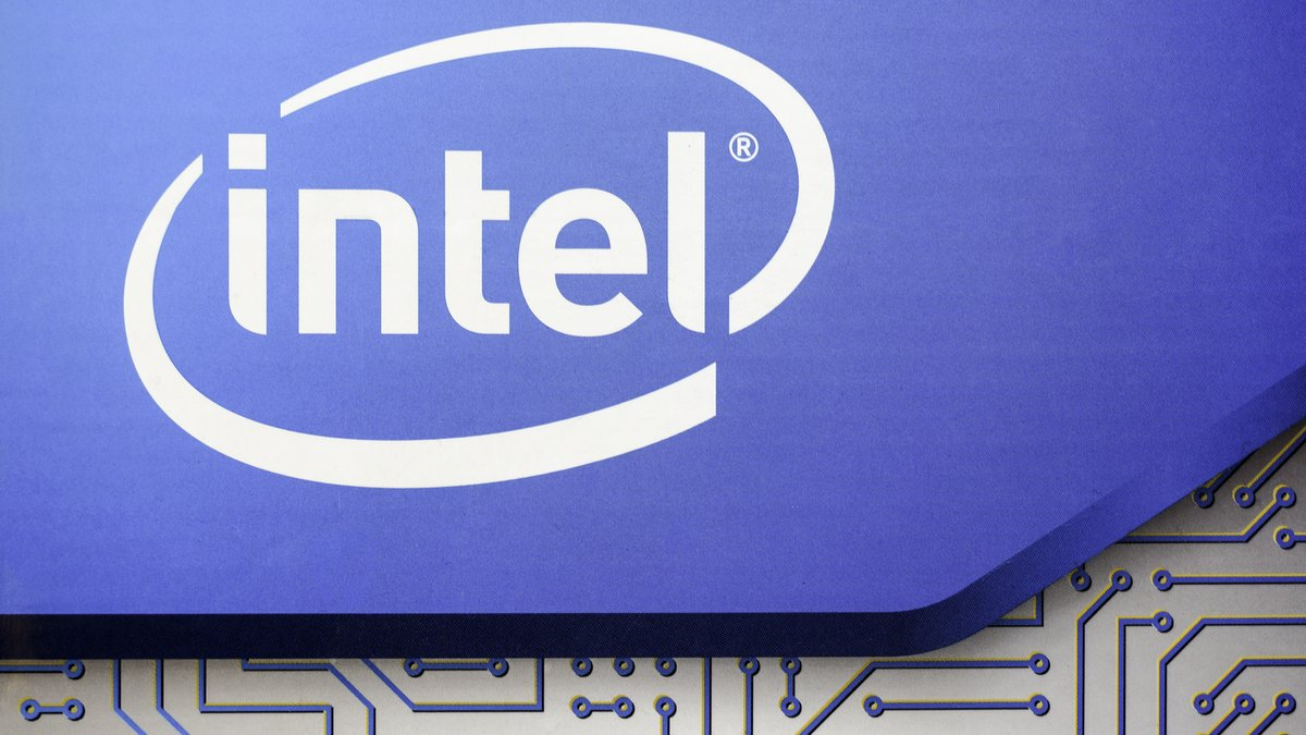 Intel © canon_shooter / Shutterstock.com