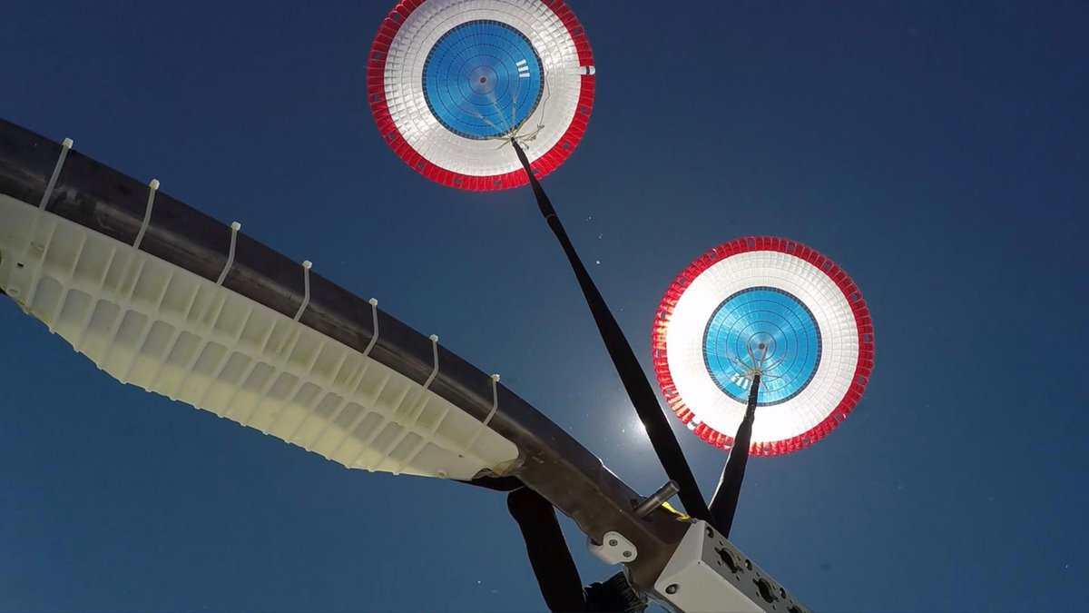 CST-100 Starliner - parachutes