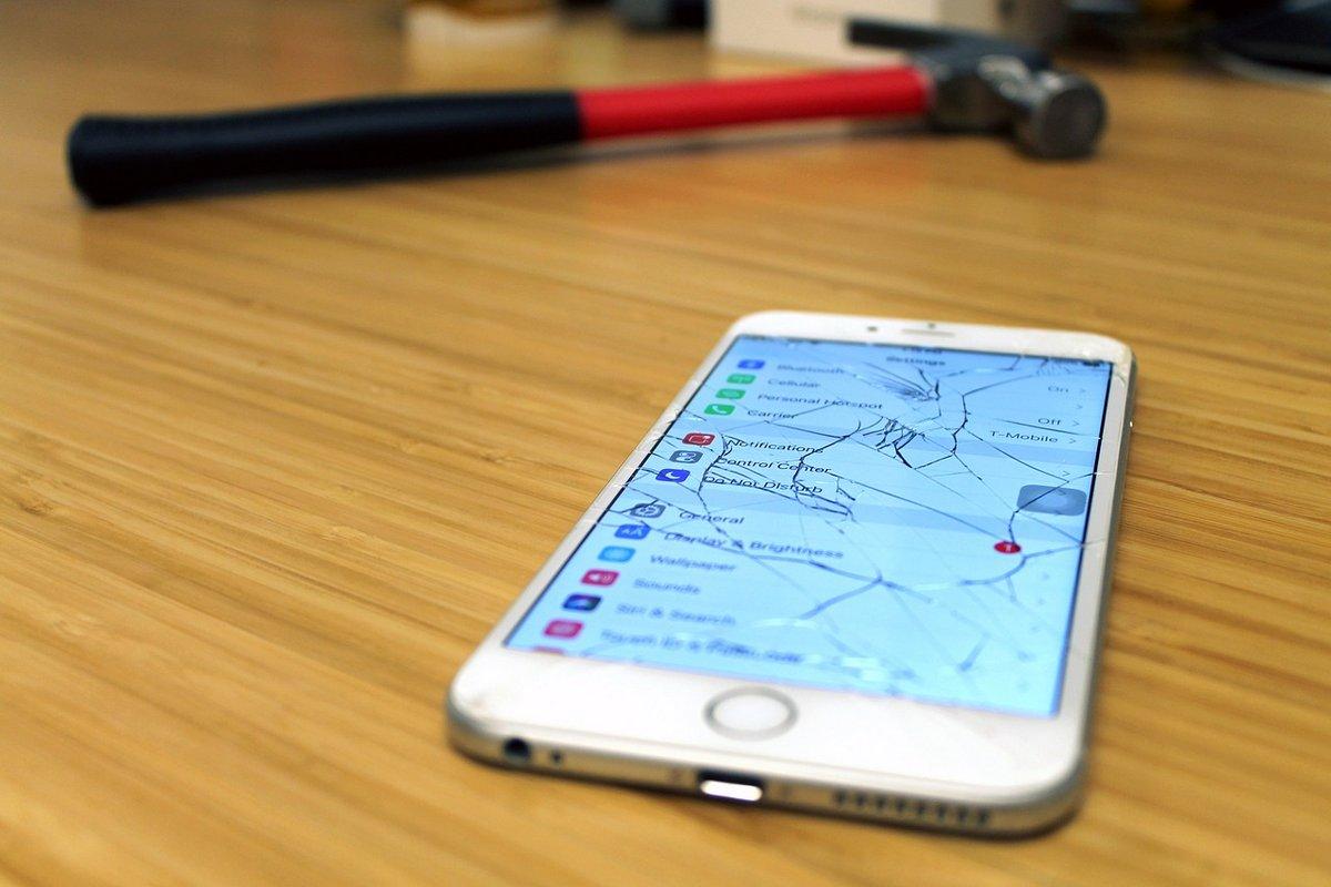Ecran smartphone apple casse marteau