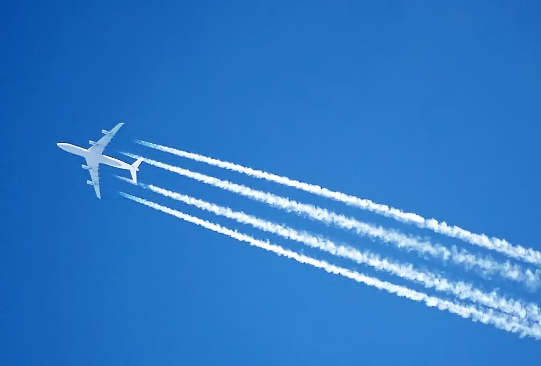 Contrails - Airbus A340