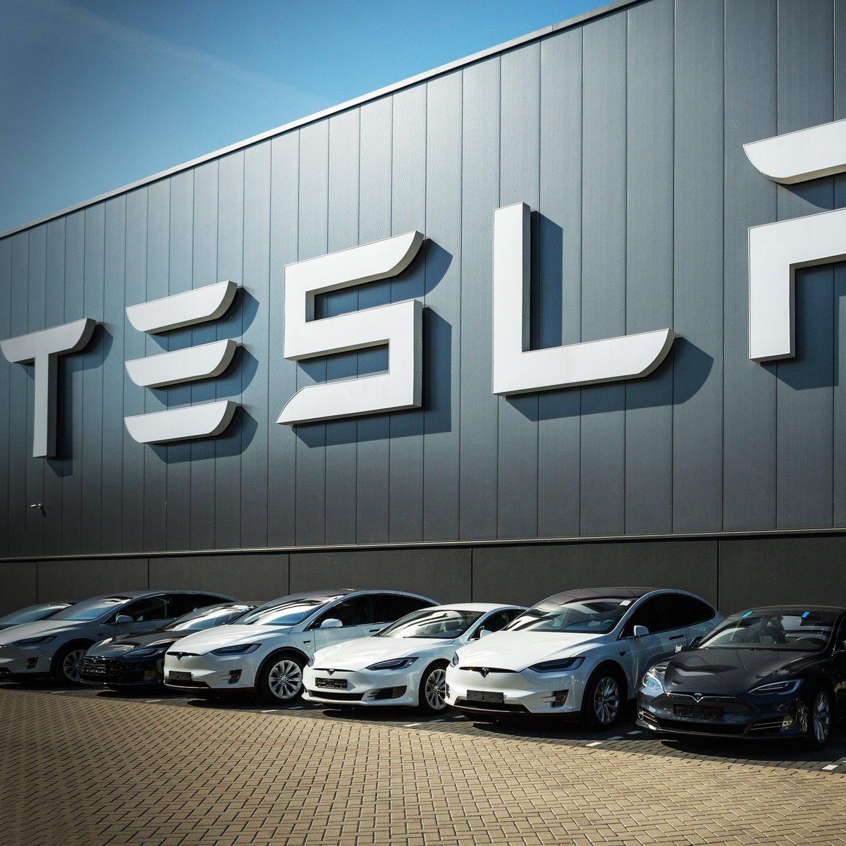 Tesla_cropped_2666x2667_cropped_0x0