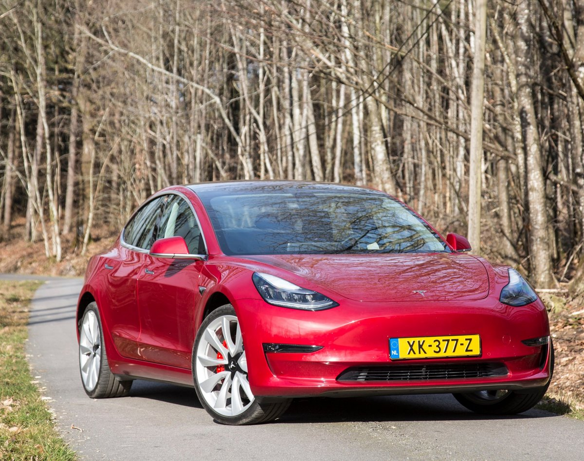 Tesla Model 3_cropped_2418x1908