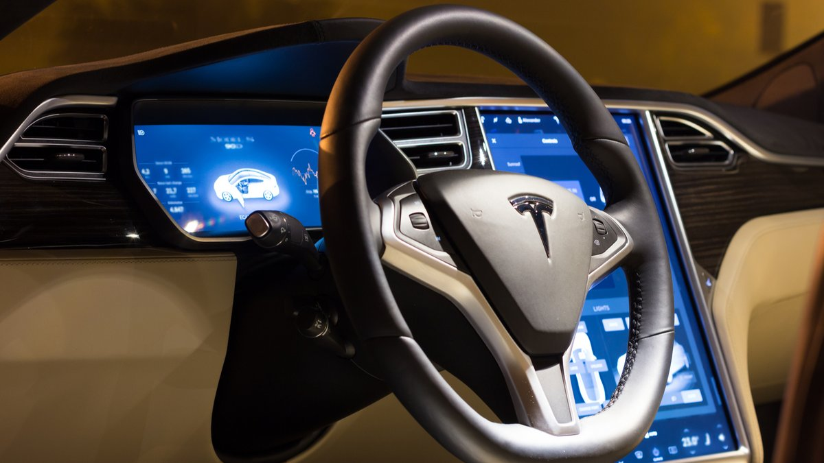 Tesla Autopilot © Angelus_Svetlana / Shutterstock.com