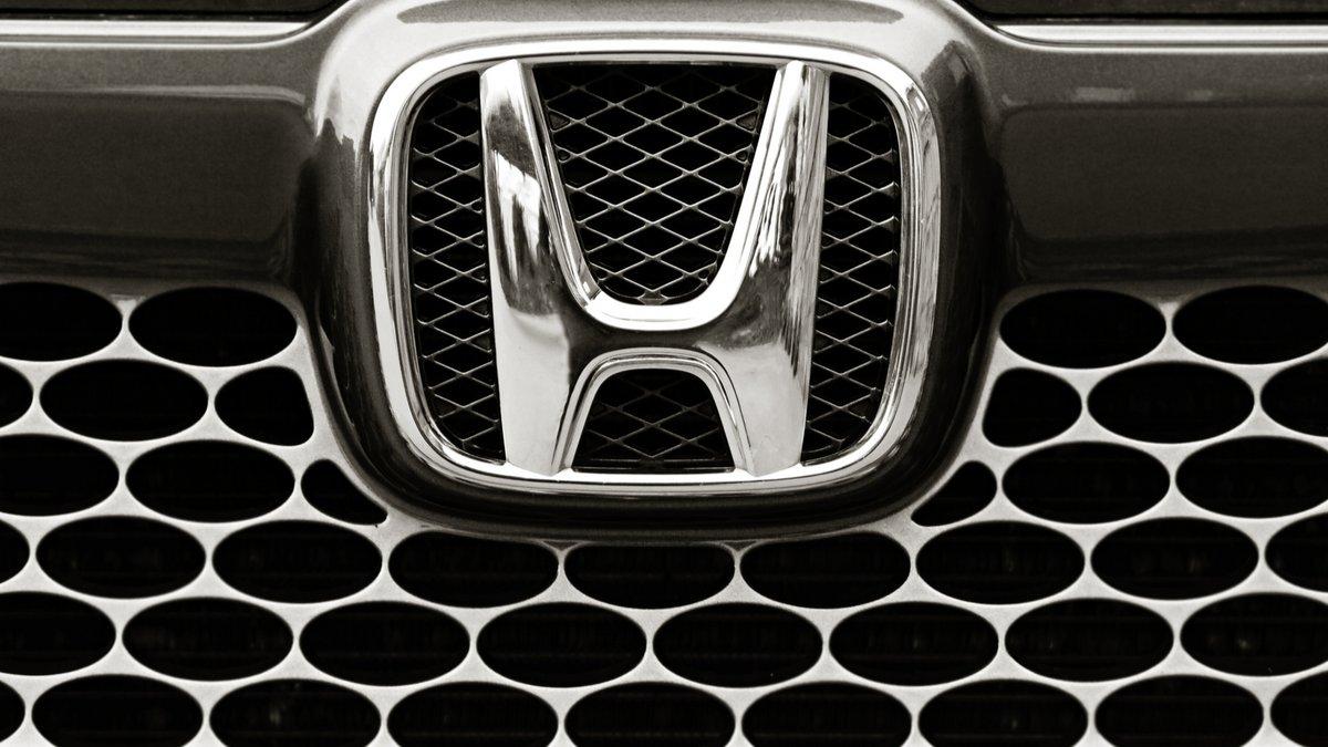 Honda logo © Chere / Shutterstock.com