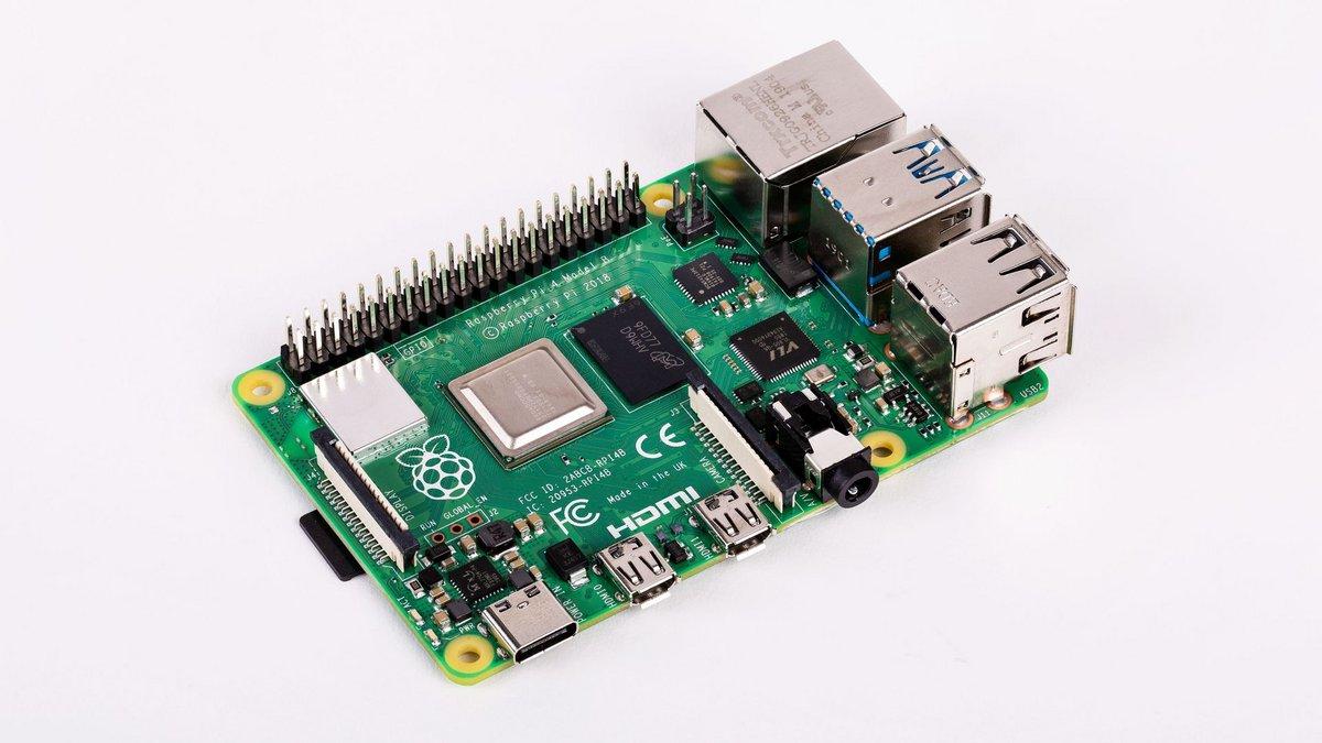 Raspberry Pi 4 B - Angle