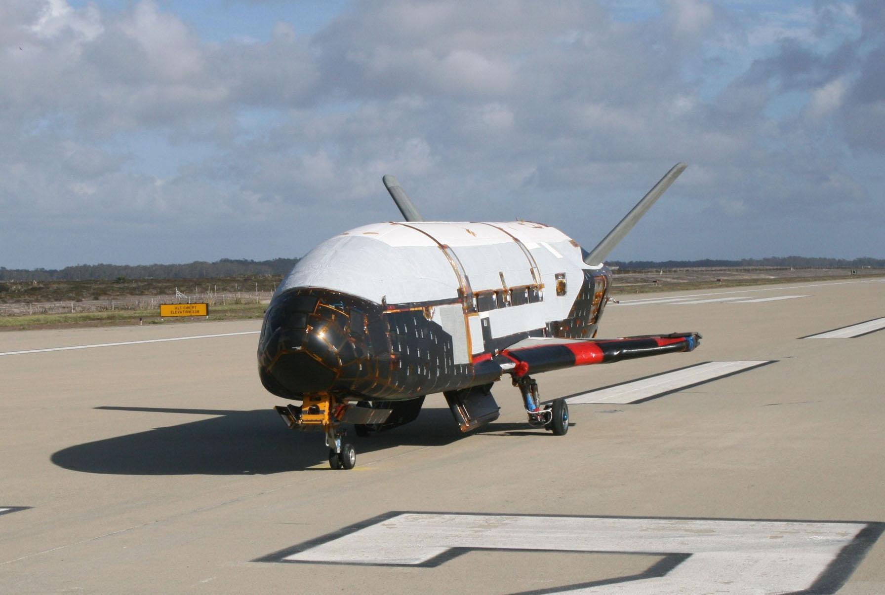L'avion spatial X-37B atterrit après une mission mystérieuse de 780 jours