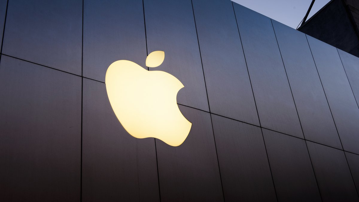 Apple © Anton_Ivanov / Shutterstock.com