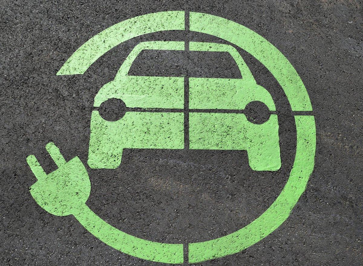 voiture électrique charge recyclage ©Pixabay