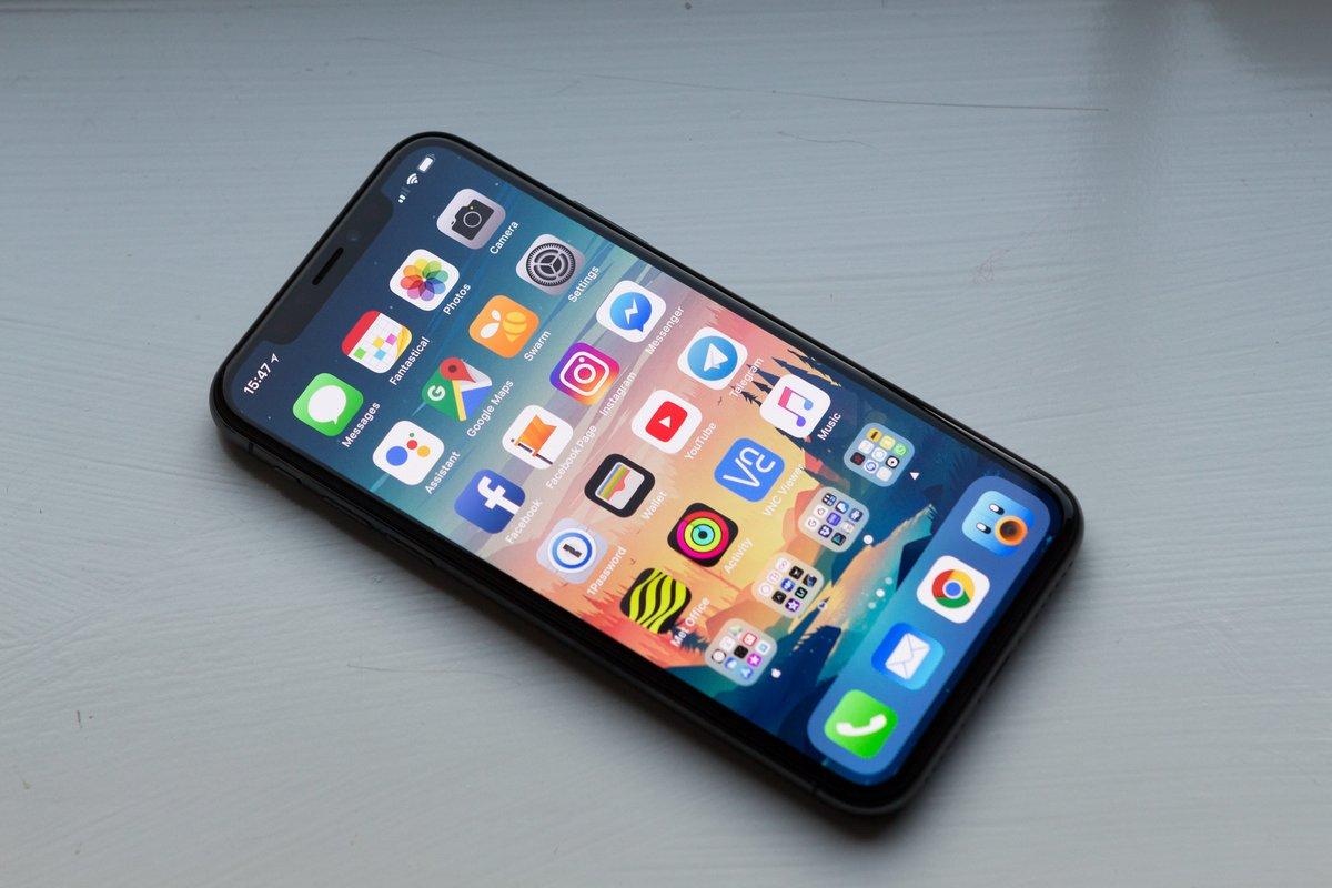 iPhone X © William Hook