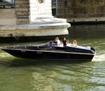 À Paris, un bateau de croisière donne une seconde vie aux batteries de voitures électriques