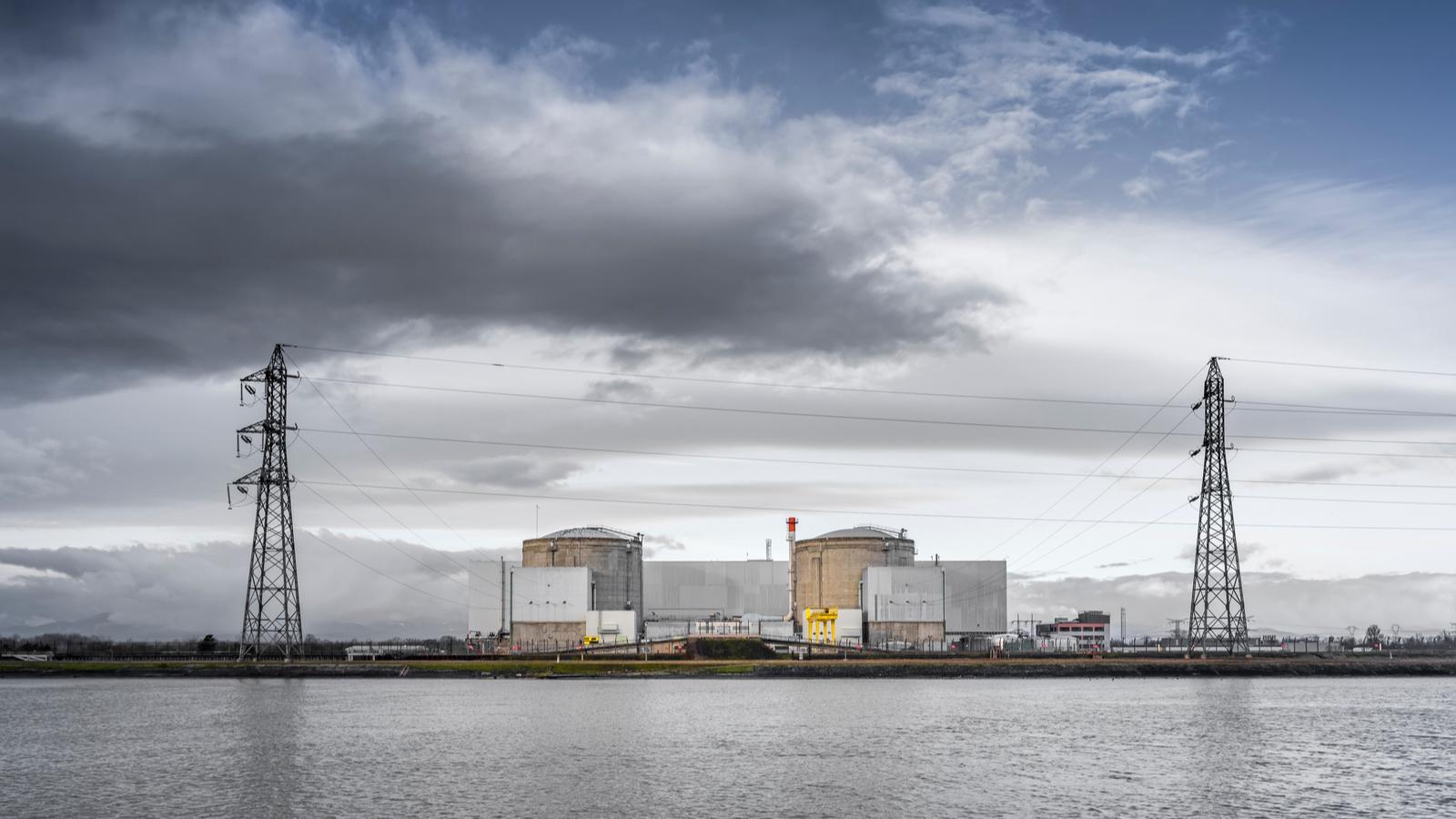 La centrale nucléaire de Fessenheim va être arrêtée ce samedi en vue de son démantèlement