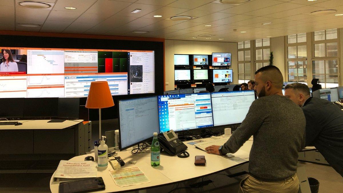 centre-supervision-orange (2).jpg