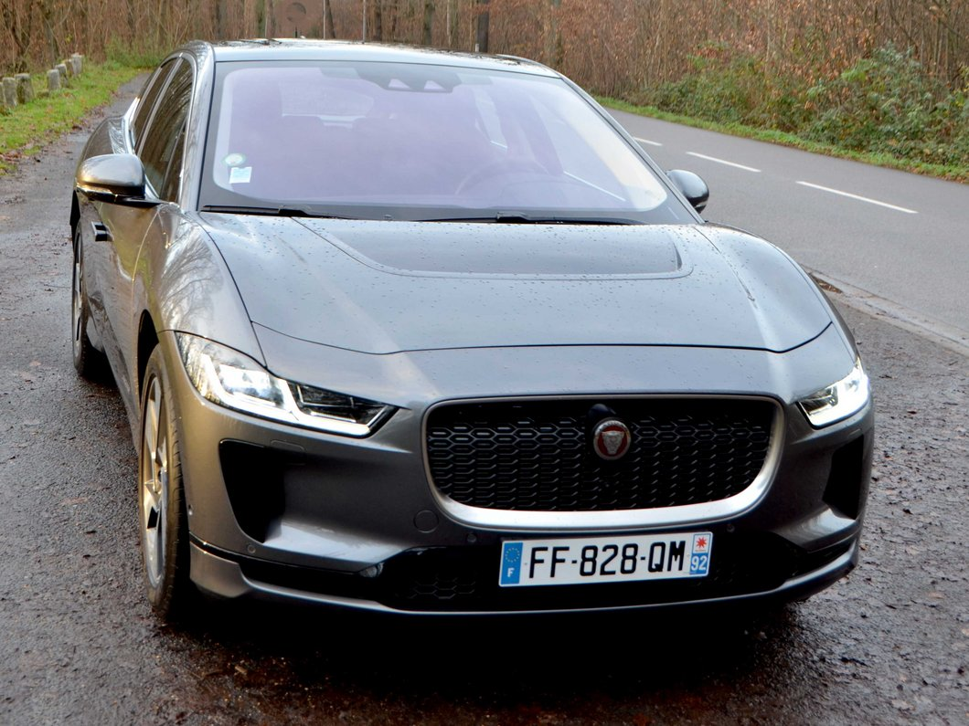Jaguar I-Pace SE : en route avec l'électrisante voiture de l'année !
