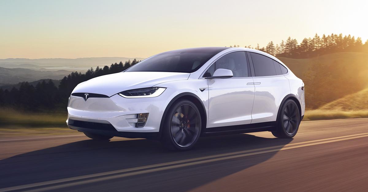 Crew Dragon : les astronautes circuleront en Tesla Model X sur la base de lancement
