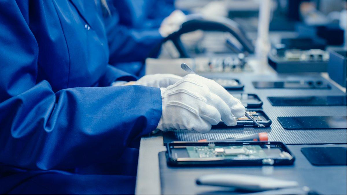 Usine smartphone © shutterstock.com
