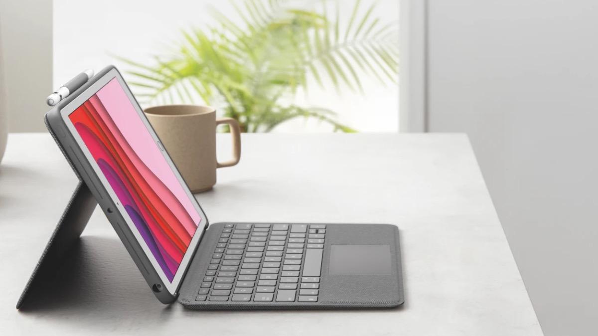 Logitech Combo Touch iPad trackpad