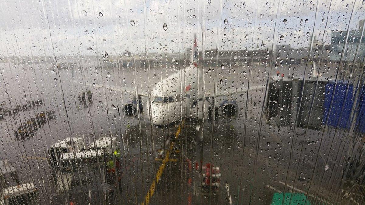 aeroport-pluie-avion.jpg