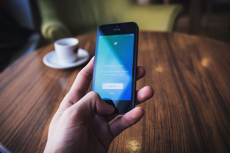 Twitter autorise désormais la communication de certaines informations aux annonceurs