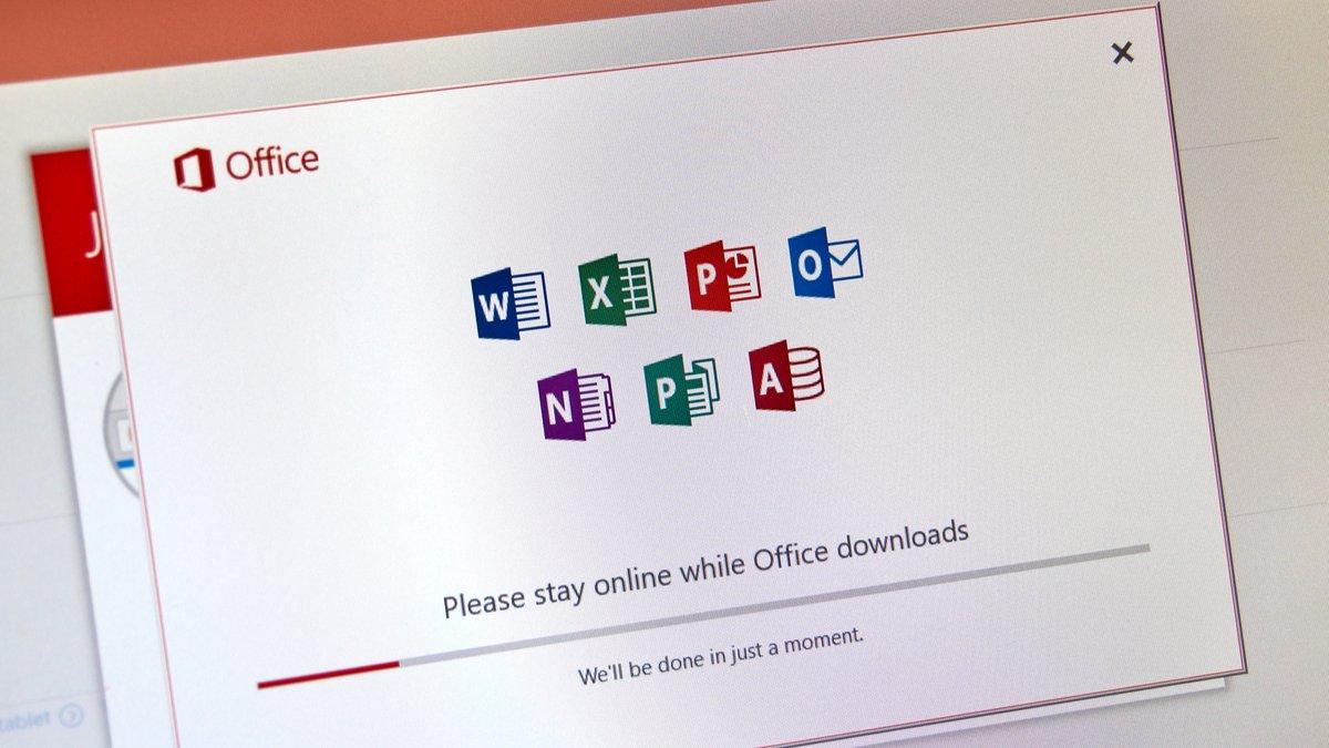 Office 365 © dennizn / Shutterstock.com