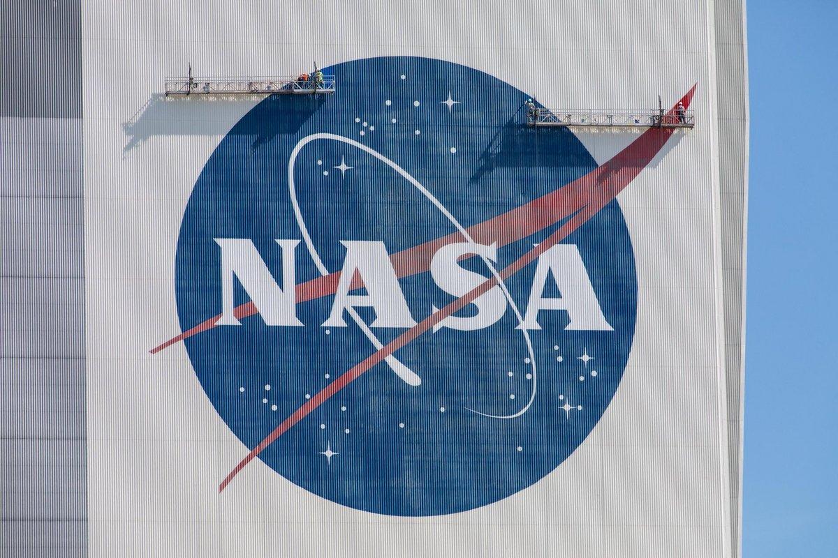 NASA Meatball logo VAB © NASA