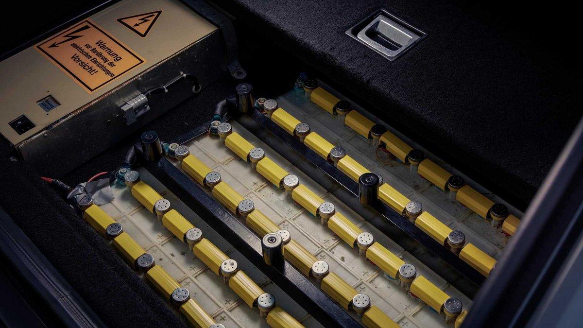 Audi 100 Duo batteries ©Audi