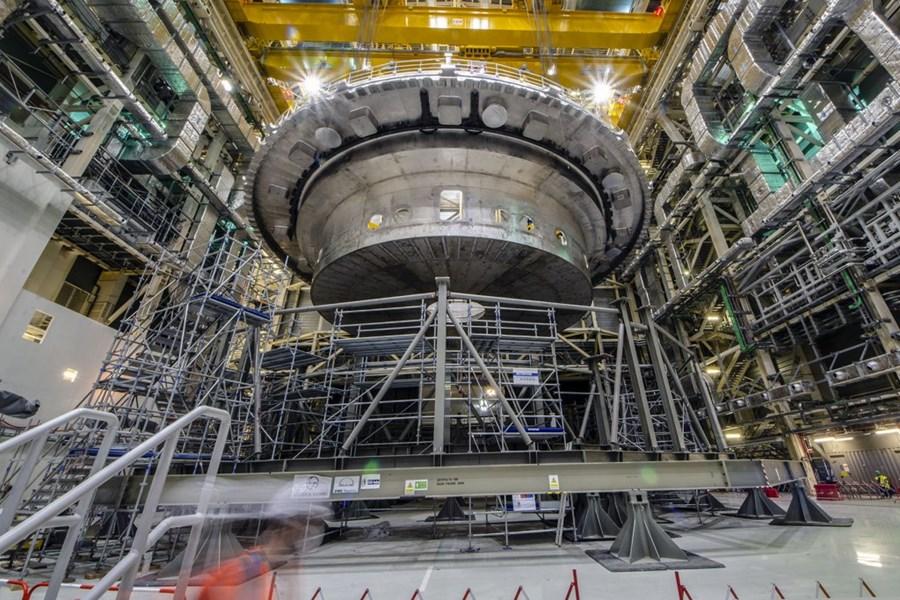 Pose base cryostat ITER_1 © ITER organization