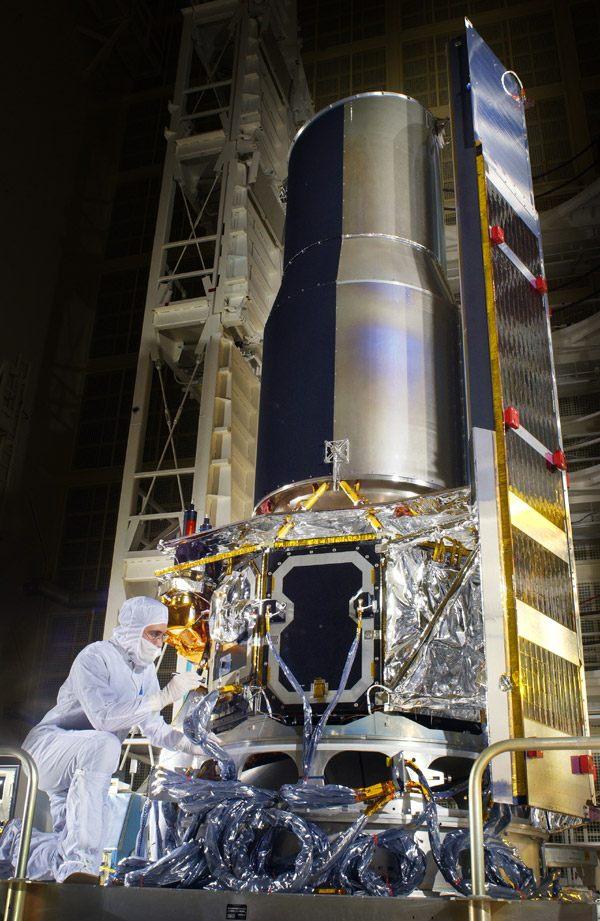 Spitzer télescope preparation © NASA