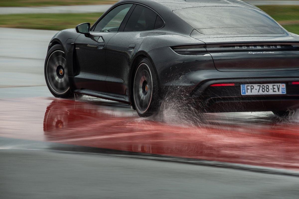 Porsche Taycan © Porsche